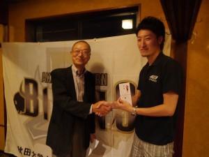 祝勝会では整佑会会長の湊昭策先生より金一封をいただきました!
